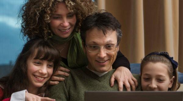Tutela dei minori sul Web, precedenti e prospettive per i genitori